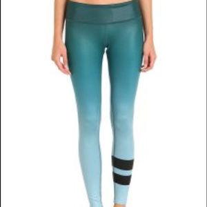 ALO Yoga ombré airbrush legging green Medium NWT